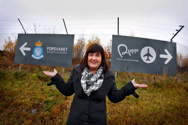 Historie og muligheter: Rygge-ordfører Inger-Lise Skartlien med flyplassens «to ben å stå på». Hvilke grep vil Regjeringen ta for å sikre videre liv?