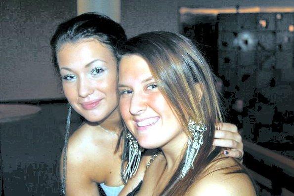 Sofie Tømmerås Lyshagen og Lejla Selaci var bestevenninner, bare Sofie overlevde tragedien på Utøya 22. juli 2011. – Det var et mareritt jeg fremdeles drømmer om og tenker på, forteller hun her. (Privat bilde)