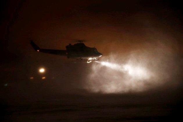 Sentralt plassert: Et Bell 412-helikopter under nattlig oppdrag fra Rygge der det er kort avstand til hovedtyngden av Norges befolkning. (Foto: Torbjørn Kjosvold, Forsvaret)