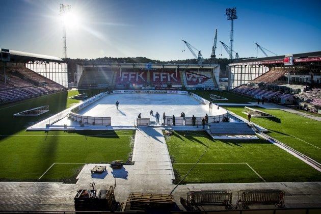 Historisk: Fredrikstad Stadion klargjøres til Winter Classic-festen som starter med åpningsseremonien «Fredrikstad på isen» fredag kveld.