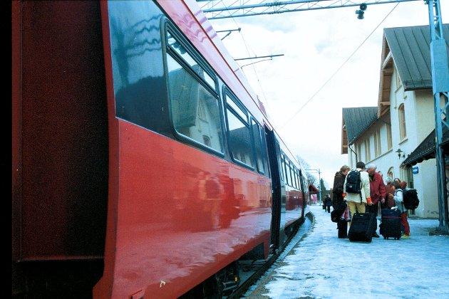 Fredrikstad stasjon: Mange reiser herfra, og flere vil det bli. – Bærekraften i pendlingen var toget begge veier uten togbytte, skriver Gullvikmo om sin egen erfaring som pendler.