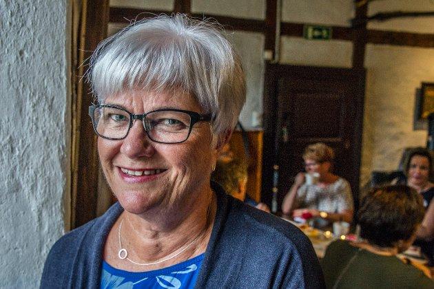 Greta Andersen leder demensforeningen og ønsker pårørende velkommen til kurs.