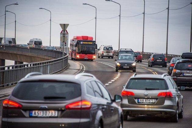 Sanner om biltrafikk: Med sitt tredelte sentrum, høye andel bilbruk og med handlesentra utenfor byen, kjenner Fredrikstad til mange av utfordringene som preger mange norske byer.