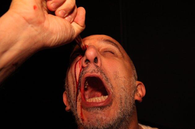 Dramatiske scener nå Paolo Martini i Studium Actoris er på scenen, men det er ikke bedre i virkeligheten, mener Egil Syversen og leter etter en morder i saken som ser ut til å ende med at teatergruppen legges ned.
