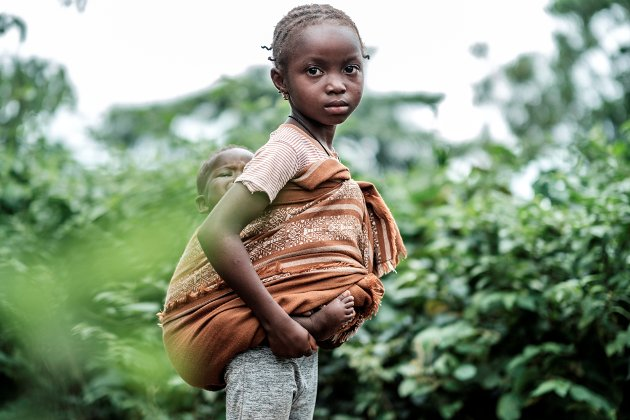 Kjell Erik Øie til Rougui (bildet): – Et av Plans nyttårsforsett er at flere barn som deg skal få gå på skolen i trygge omgivelser.