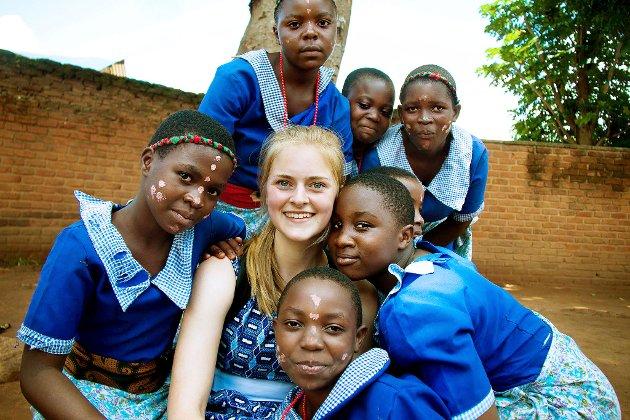 Afrikansk gjestfrihet: Lærerstudent Maud Johannessenved Høgskolen i Østfold hadde i forrige studieår en fem uker lang praksis i Malawi. Under oppholdet tok hun bilder som forteller mye om hvilke nye venner og viktig ny kulturkunnskap studentgruppen bragte med seg hjem til Norge.