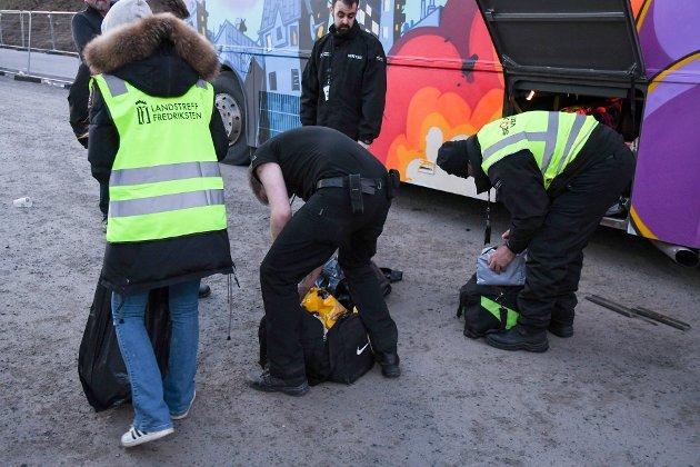 Kontroll: Vektere hadde oppsyn med russen og deres alkoholkonsum under landstreffet på Fredriksten for to uker siden. Bente Hammer synes det er trist at ikke flere foreldre har reagert.
