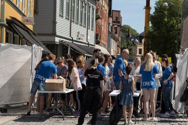 Idyllfestivalen er sperringer om mye folk. Rullestolbruker Jan Erik Jensen klager på at han ikke kom frem på grunn av sperringene.