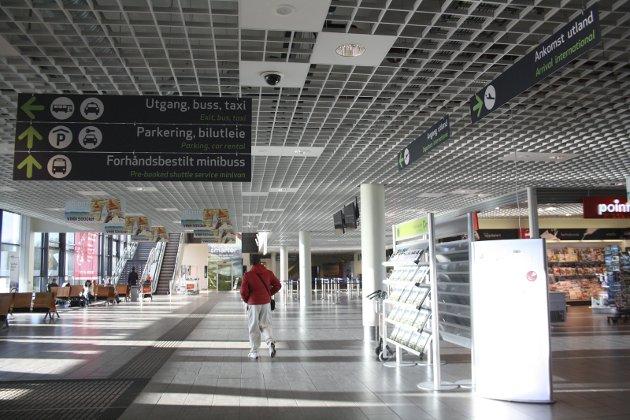 Siste dag på Moss lufthavn Rygge: Østfoldingene har ikke glemt hvem som innførte flypassasjeravgiften, som førte til nedleggelsen av flyplassen. Det er vanskelig å finne en annen forklaring til Frps og Høyres sterke fall i Østfold. (Arkivfoto: Hege Mølnvik)