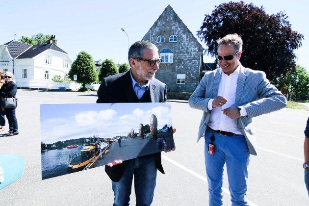 Ferdig pakke: Kunstner Jaume Plensa og ordfører Jon-Ivar Nygård presenterte prosjektet og plasseringen som var et tilbud fra Sparebankstiftelsen DNB og som Fredrikstad kommune takket ja til.