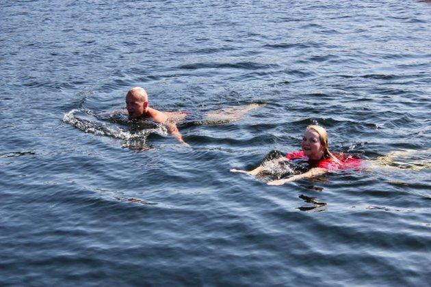 Ap-topp Knut Storberget besøkte Hvaler i forrige uke og tok en dukkert sammen med den lokale partitoppen Mona Vauger. De meldte etterpå om frykt for at Fremskrittspartiets politikk vil utradere Hvaler-samfunnet.