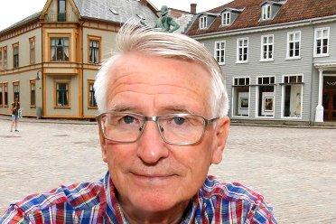 Tor Gudim har engasjert seg i byggesaker, og etterlyser svar fra Fredrikstad kommune: – Jeg synes det skulle være unødvendig å skrive brev til bladet.