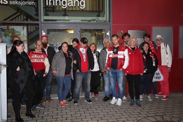 Etter en lang og deprimerende busstur hjem fra Kongsvinger hadde denne gjengen ventet å få møte FFK-treneren da laget kom hjem sent søndag kveld. Slik ble det ikke.
