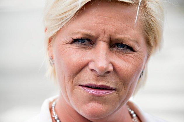 Karen Brasetvik vil at vi skal se for en finansminister på deltid, og skriver at det knapt nok finnes deltid blant ingeniører og politi, mens det er svært utbredt i kvinnedominerte bransjer i helsesektoren. Bildet altså viser finansminister i full stilling, Siv Jensen.