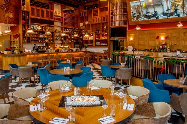 City Bar og Spiseri har et trivelig barområde, som fungerer både om man ønsker å innta et glass god drikke eller noe å spise. Vindusbordene mot Nygaardsgaten anbefales om de er ledige, skriver FBs matanmelder.
