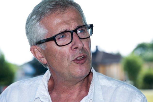 Både symbolsk, praktisk og taktisk, vil det beste være om Ole Petter Finess trer til side som rådmann i Fredrikstad, mener Fredriksstad Blad.
