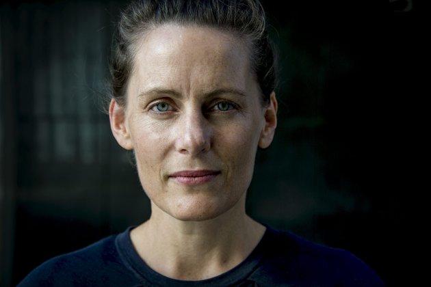 Ny ROMAN: I sin siste roman utforsker Monica Isakstuen et nytt tabu ved morsrollen, nemlig sinne mot barn.