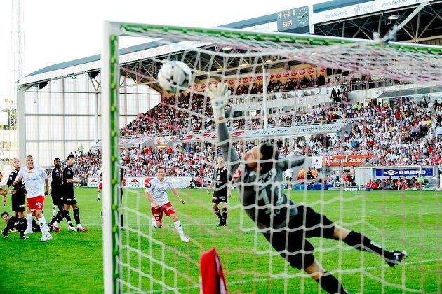12.292 tilskuere på tribunen, en fulltreffer i krysset og FFK-Brann 1-0. Hvem lengter ikke tilbake til øyeblikk som dette på Fredrikstad stadion?