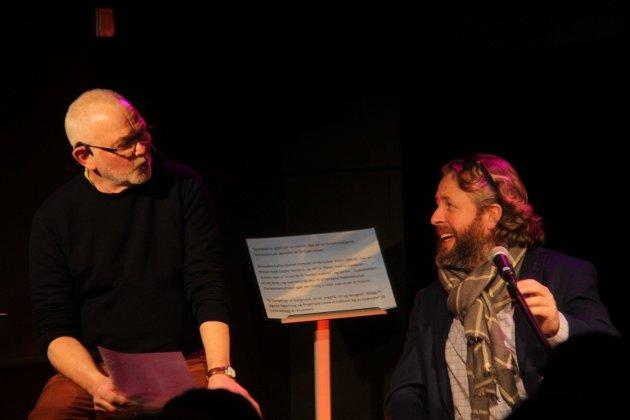 Paul Henriksen og Alexander Hermansen hyllet Erik Bye på Kornmagasinet på Kirkøy.