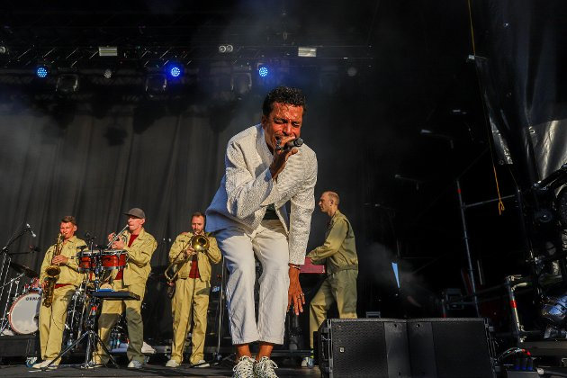 - Det er unektelig morsomt å se kontrasten mellom Timbuktu & Damn! og det rytmisk utfordrede publikummet som ingenting annet vil enn å gi seg sambaen i vold, skriver anmelder Tom Skjeklesæther.
