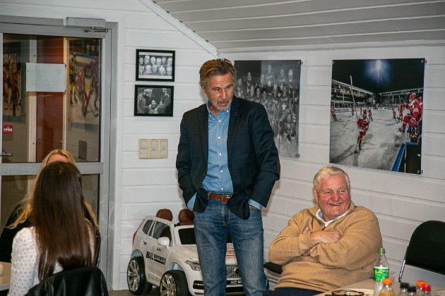 """Terje Pedersen (i midten) var den siste som løftet """"Bøtta""""."""