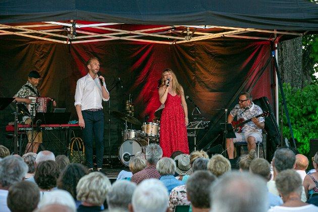 SOMMERKONSERT:  Heidi Gjermundsen Broch og Erik-André Hvidsten og et fantastisk band, bestående av Terje Norum, Rino Johannessen og Hermund Nygård.