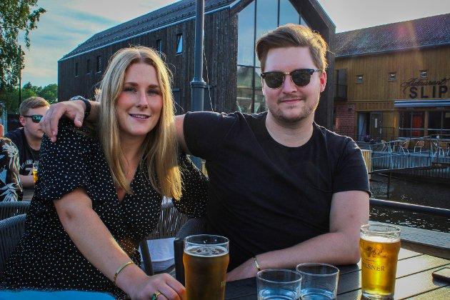 Aurora Vik (24) og Henrik Holmen (24) har ikke vært på konsert på lenge. De hadde kjøpt mange billetter til konserter i 2021, men mye av det er blitt avlyst. De planlegger å se på konserter på Skjærhalden. Og de skal på  Idyllfestivalen i september.