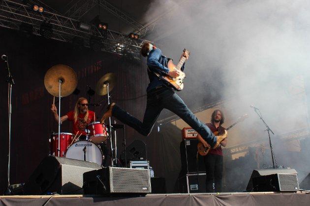 Bigbangs frontfigur, Øystein Greni, med sine elleville soloer og karakteristiske «crowdsurfinger».
