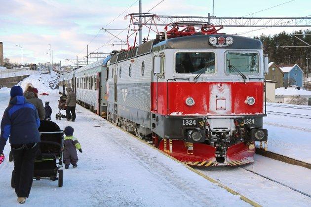 Persontog på Narvik stasjon.