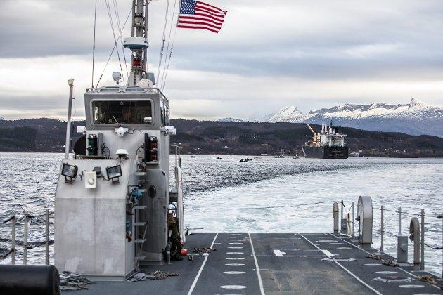 STORMAKT: US Marine Corps har avdelinger som trener i Norge, og i 2018 forberedte US Navy og US Marine Corps seg på landgangsøvelse i Bogen i Evenes (bildet). Kanskje føler norske politikere at den allierte tilstedeværelsen har blitt for offensiv? spør Hedda Langemyr.