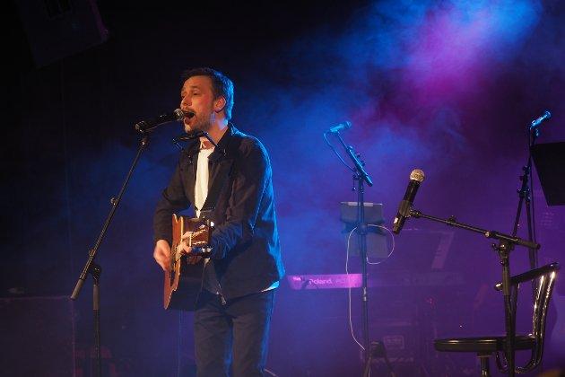 """Vidar Vang lanserte sin nye plate """"8530 Bjerkvik"""" med konsert i Bjerkvik fredag, og fikk velfortjent stående applaus fra publikum."""