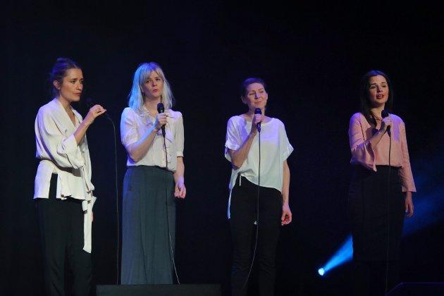 Med en unik presisjon blandes fire individuelle stemmer sammen til en enkelt enhet. Kraja er meditativt, rørende og poetisk.