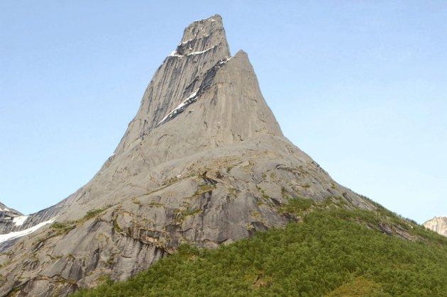 Ny identitet: Det er noe kraftfullt i fjellet Stetinden. La vårt nye kommunevåpen bli en like kraftfull identitet for den nye, samlede storkommunen som Narvik skal bli. La oss sammen finne de mulighetene vår nye identitet kan gi oss - hjemme og ute i verden.