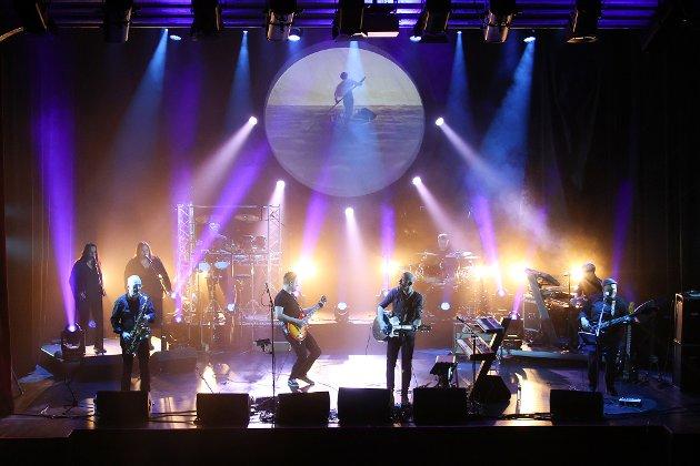 Run Like Hell: Det er bare å hive seg rundt og sørge for å få oppleve Shine ons Pink Floyd-show. Det er et fantastisk stykke arbeid som er lagt ned i denne forestillingen. Et vanvittig trøkk helt fra start, bånn pinne ... en ugjennomtrengelig vegg av lyd, men likevel et komplekst lydbilde som yter inspirasjonskilden full rettferdighet.