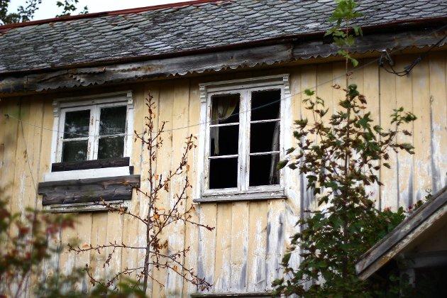 Det forlatte huset i Gløsvågen er ifølge mytene hjemsøkt.