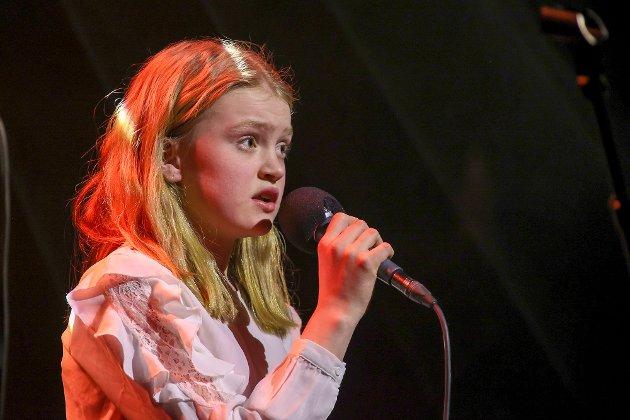 Thea Sofie Valnes Bratland med sin versjon av Ina «The Voice» Wroldsens «Mother». Jo, Ina ville sikkert trykket på knappen.
