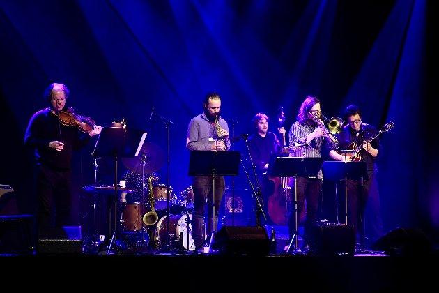 Skyhøyt: Øyvind Brække Sextet befester inntrykket av at nivået på norske jazzmusikere er skyhøyt. Konserten i Narvik kulturhus fredag kveld ble en avansert, utfordrende og samtidig medrivende konsert med fantastiske soloprestasjoner, men først og fremst et kollektivt samspill som gjorde konsertopplevelsen til en begivenhet.
