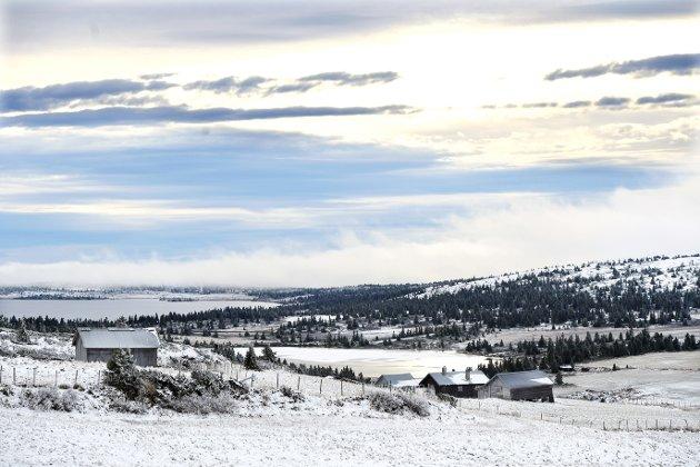 Illustrasjonsfoto: Seterlandskapet nedenfor Pellestova i Øyerfjellet. Ukstjønnet er islagt.