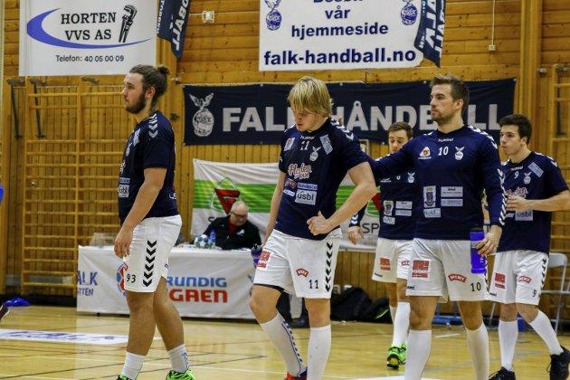 KOLLAPS: Falk-spillere etter kollapsen mot Bækkelaget i Holtanhallen. FOTO: MARTIN MOLAND