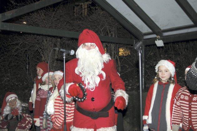 ROCKESTJERNE: Det er få ting som er større, kulere og rødere enn julenissen.