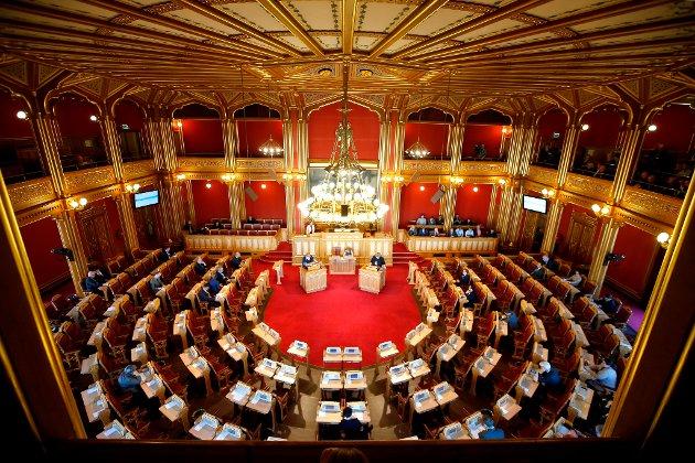 LØNN: Stortinget, en arbeidsplass for høytlønte. Nå bør toppolitikere vise lønnsmoderasjon, mener Kåre Knutsen.