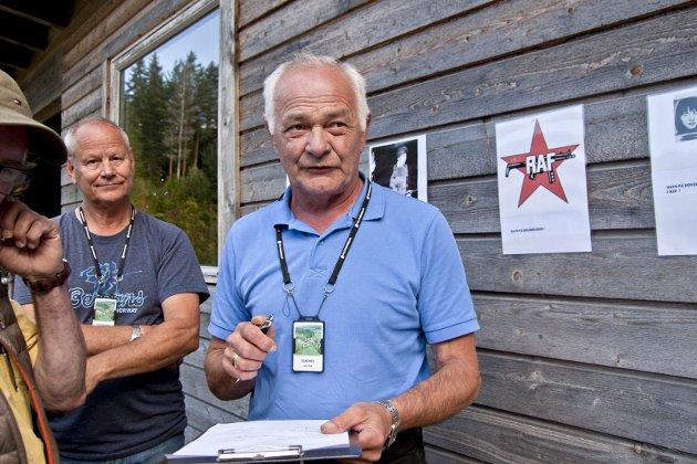 QUIZ: Jan Erik Sundnes bemannet quiz-stasjonen, som besto av bilder fra kjente hendelser i forbindelse med yrket de siste tiår.