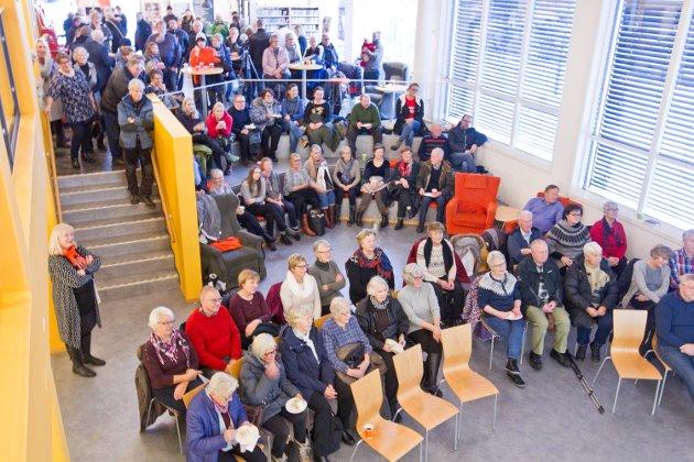 Hans Børlis 100-årsdag. Publikum kom og gikk under det fire timer lange bursdagskalaset. På det meste var det cirka 200 innom Tyrielden.