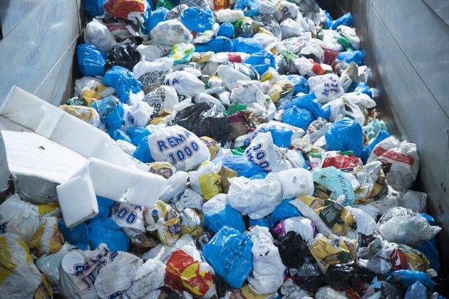 MANI: En generasjon nordmenn har plast på hjernen. Det er ikke nok med å resirkulere egen plast, men de plukker også andres plast mens de jogger eller går tur. Men norsk plogging er kun kosmetikk, skriver vår gjesteskribent, Johan Osuldsen. FOTO: NTB/Scanpix