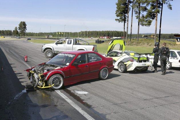 Krasj: Det er ergerlig når mange måneders med arbeid på å  mekke en tøff bil, ender i murveggen rundt Vålerbanen.