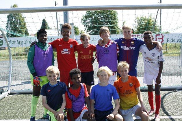 Tine Fotballskole på Grue  (Øverst F.V) Jassi, Mathew, Nikolai, Anders, Nikolai og Almata.   (Nederst F.V) Eirik, Negel, Johan og Gustav