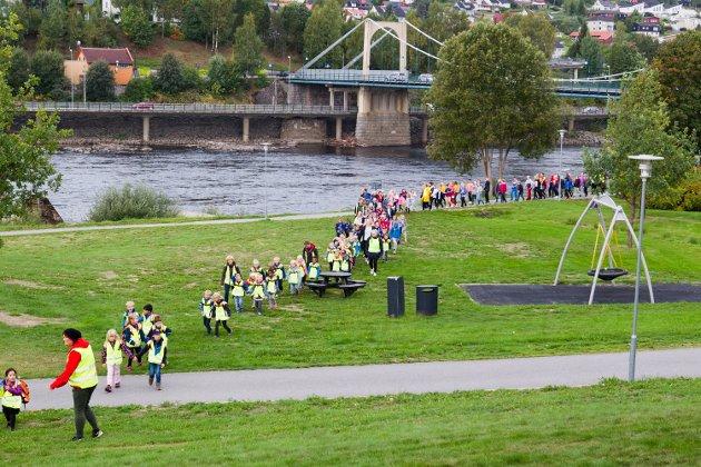 Elevene strømmet til Byparke fredag morgen for å være med på BlimE-arrangementet.