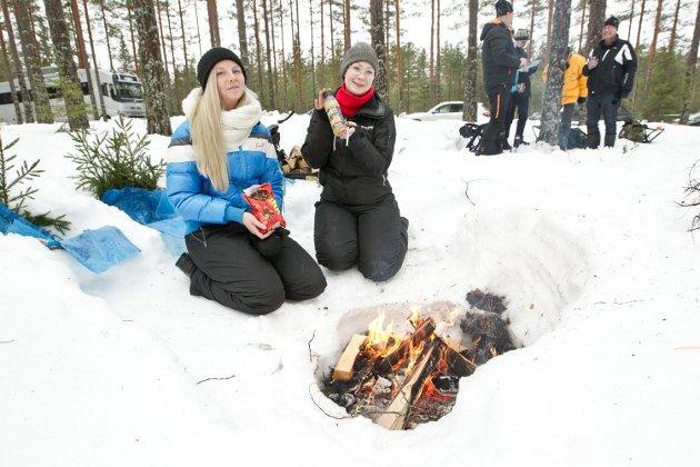 FØRSTE GANG: Emma Axelsson og Camilla Törnquist fra Hagfros var på rally for første gang, men ikke siste.