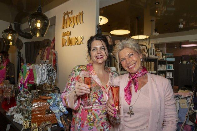 Klar for fest: Bodil Kristin Linner og Laura Visconti er klare til å feire dagen.