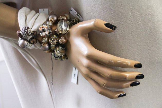 Smykker designet av Line Heldt.